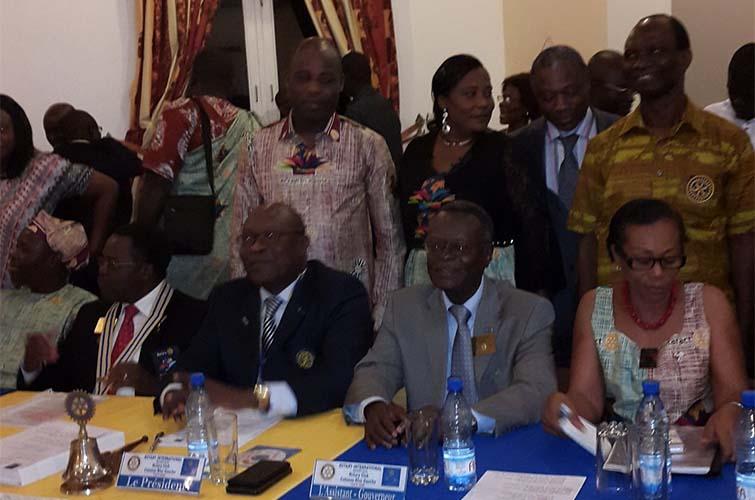 La visite du gouverneur Dorothé GOUNON au Rotary club COTONOU Rive Gauche